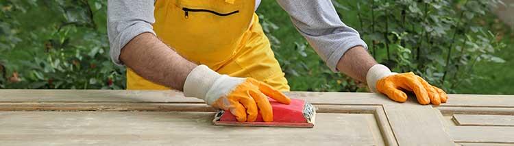 Deur schuren en schilderen